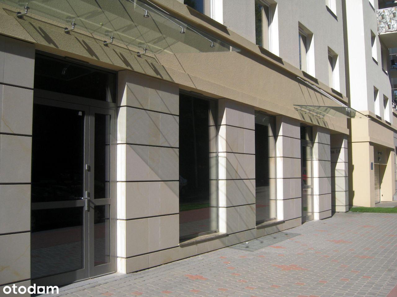 U6+U7 witryny i wejściem z ulicy na sklep, usługi