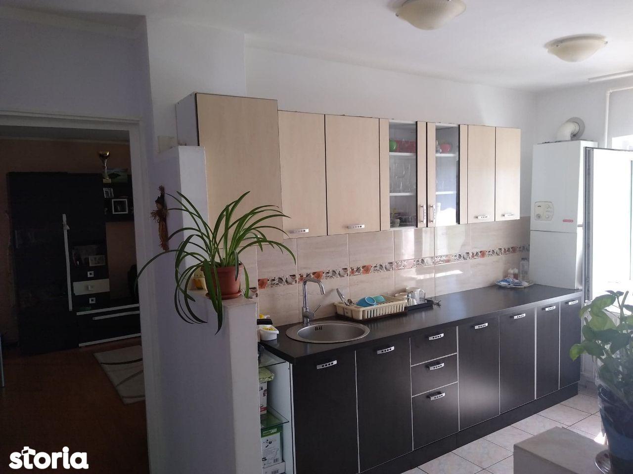 Apartament 3 camere decomandat Garii! Pret: 51.000 Euro!