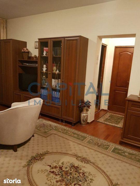 Vanzare apartament cu 3 camere decomandat, in zona Piata Cipariu