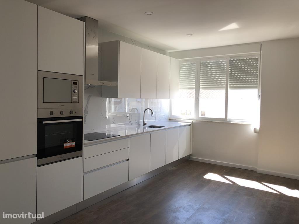 ApartamentoT2 totalmente remodelado, 2ºandar, na Baixa da Banheira