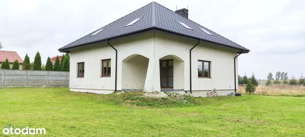 Wspaniały dom z ogrodem i stawem