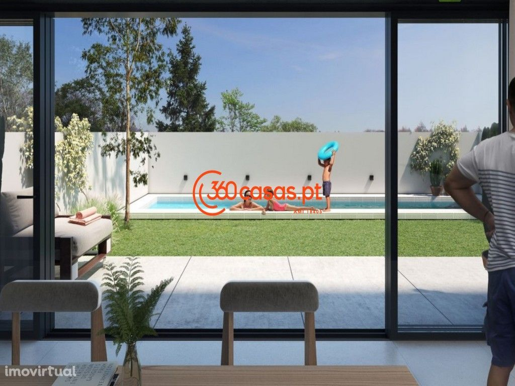 Moradia T3+1 nova com piscina e estacionamento em Olhão