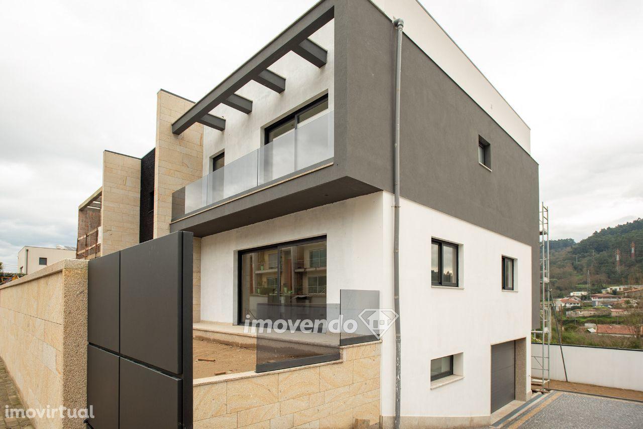 Moradia geminada T3 em construção, com acabamentos de luxo, em Braga