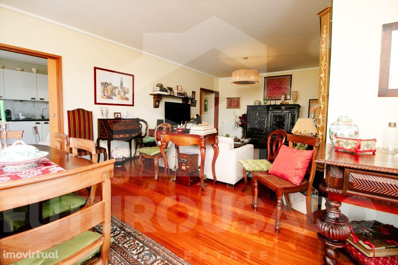 Excelente Apartamento T2 no Edifício Infante – Av Boavista (como novo)
