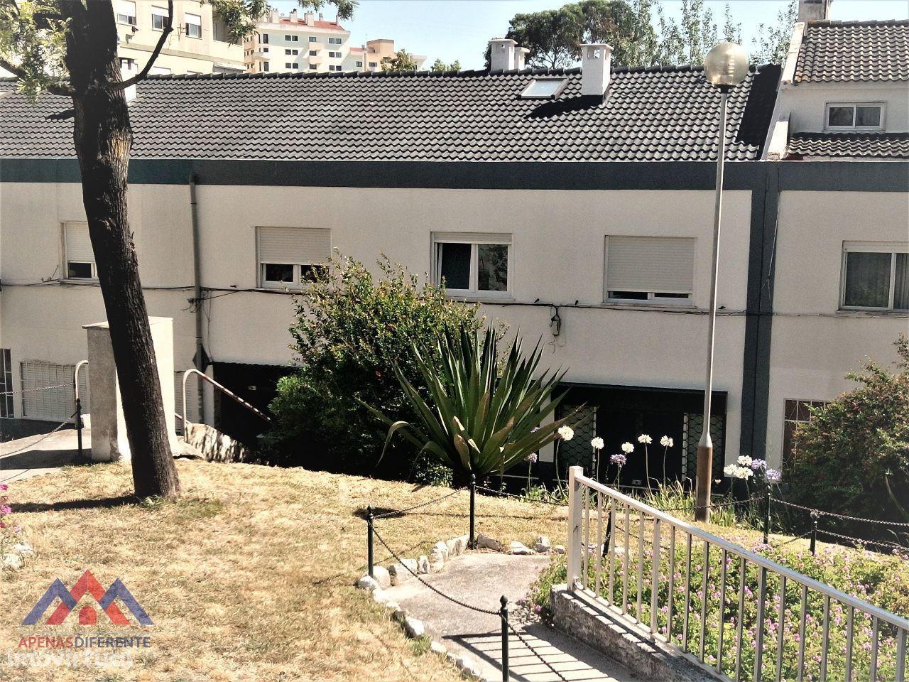 Apartamento T4 Duplex (andar de moradia) - Odivelas