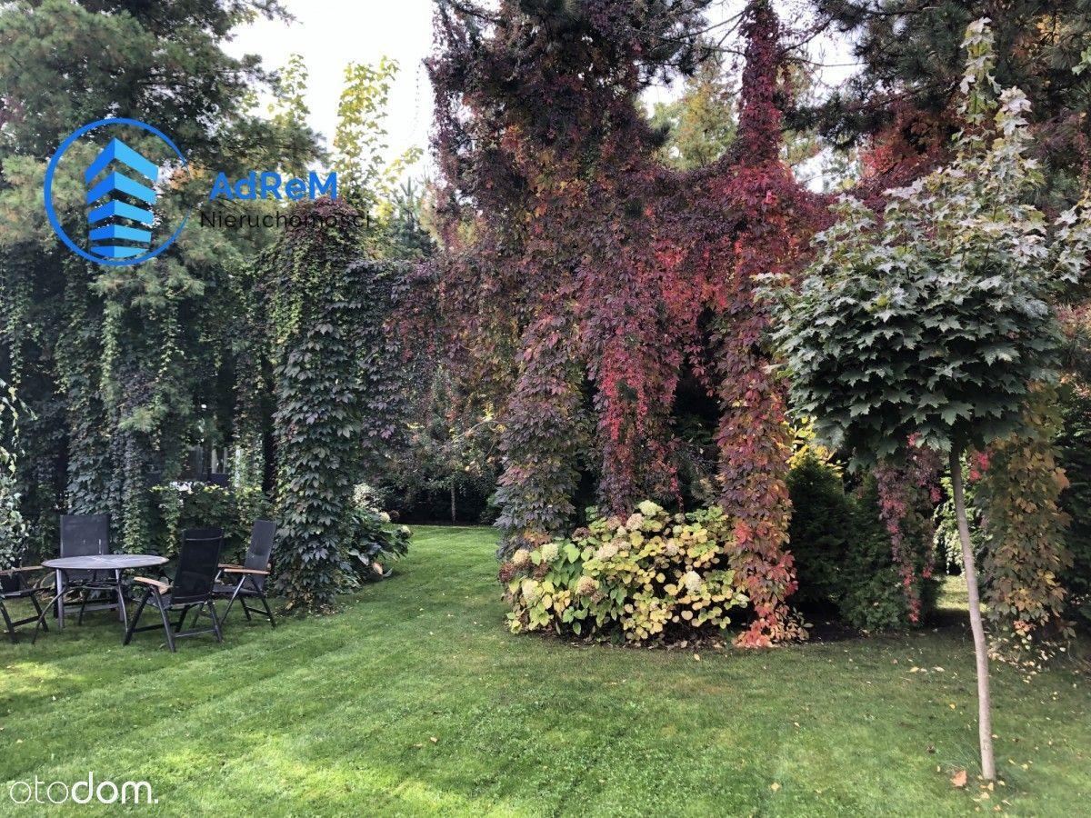 Uroczy dom z zachwycającym ogrodem