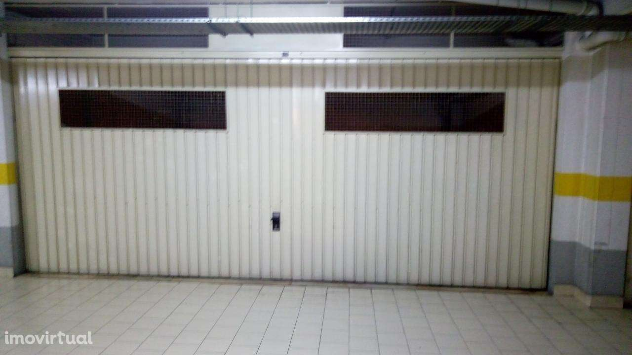 Garagem para arrendar, Rua de Sapadores, São Vicente - Foto 4