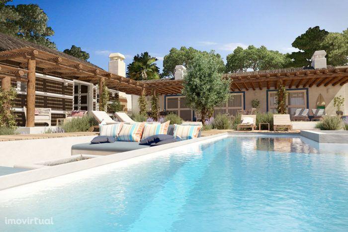 Moradia T5 de Luxo com Piscina e Jardim