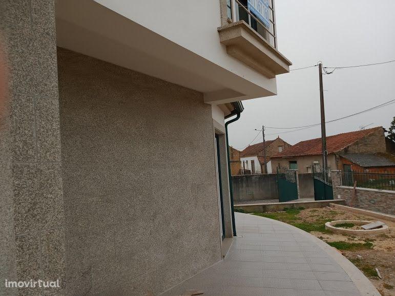 Moradia T4 de 3 pisos com excelentes áreas em Oiã Oliveira Do Bairro