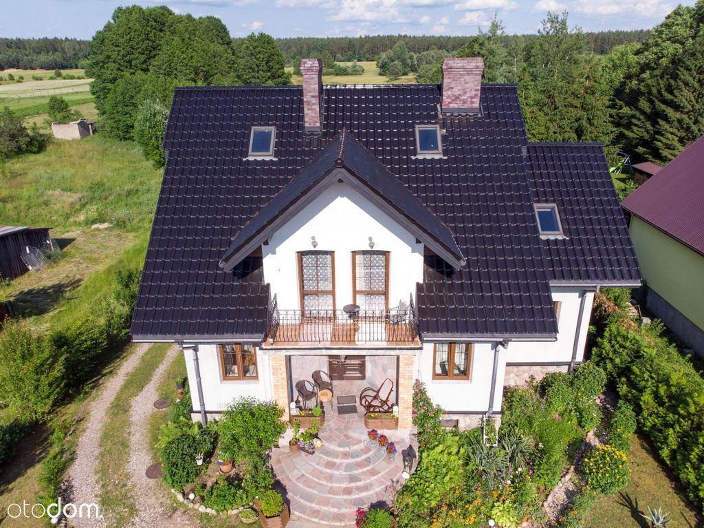 Piękny dom z linią brzegową jezioro Serwy