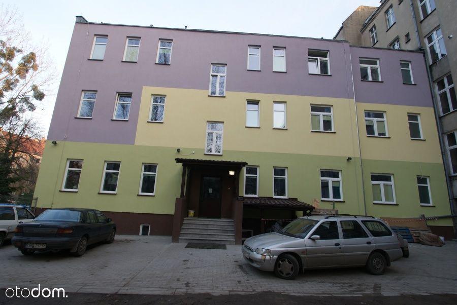 Budynek z Hostelem w studenckim centrum Wrocławia