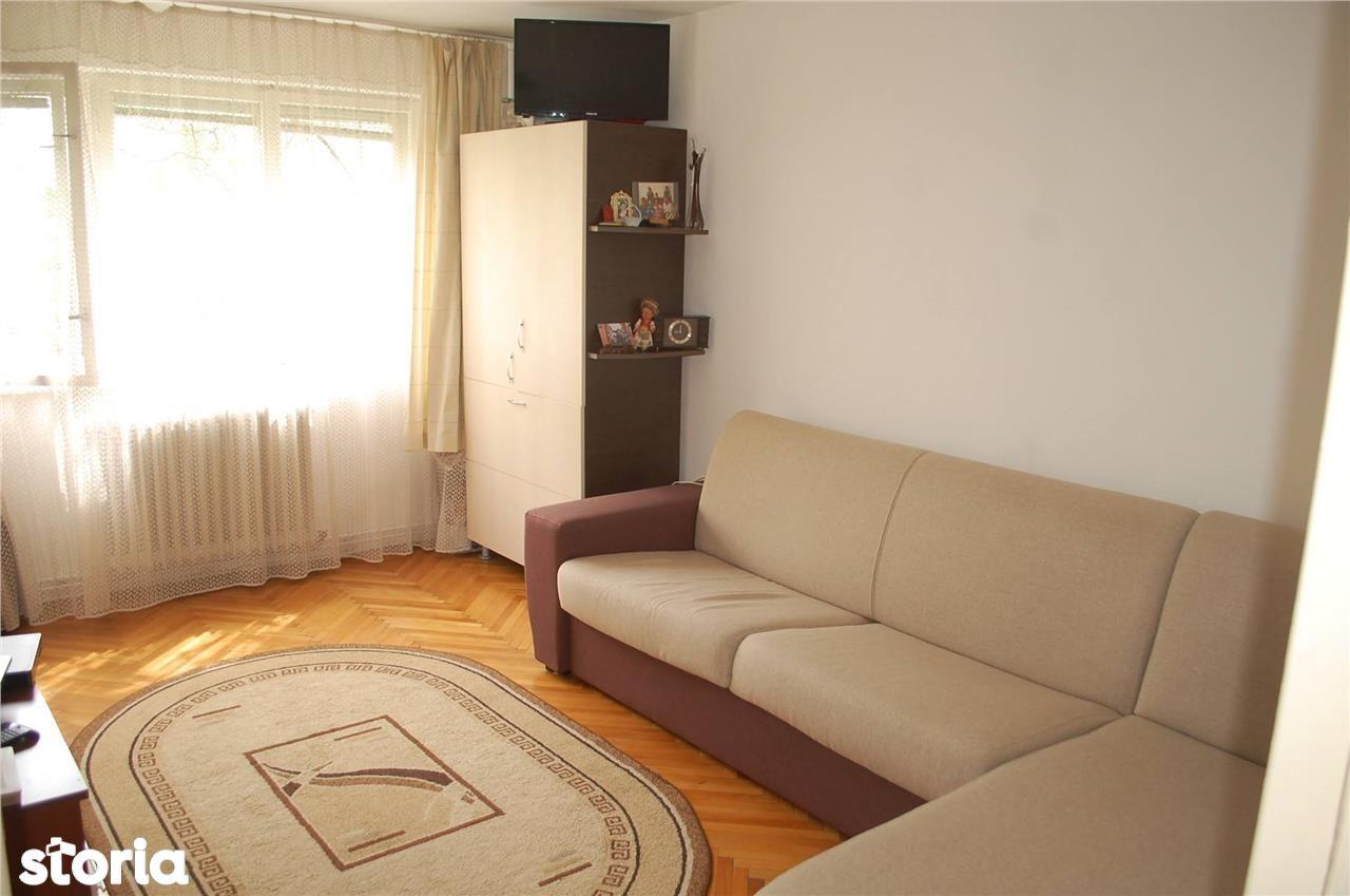 Apartament 3 camere, 55mp utili, loc de parcare.