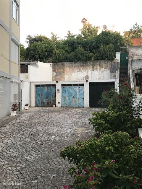 Garagem em Santarém.