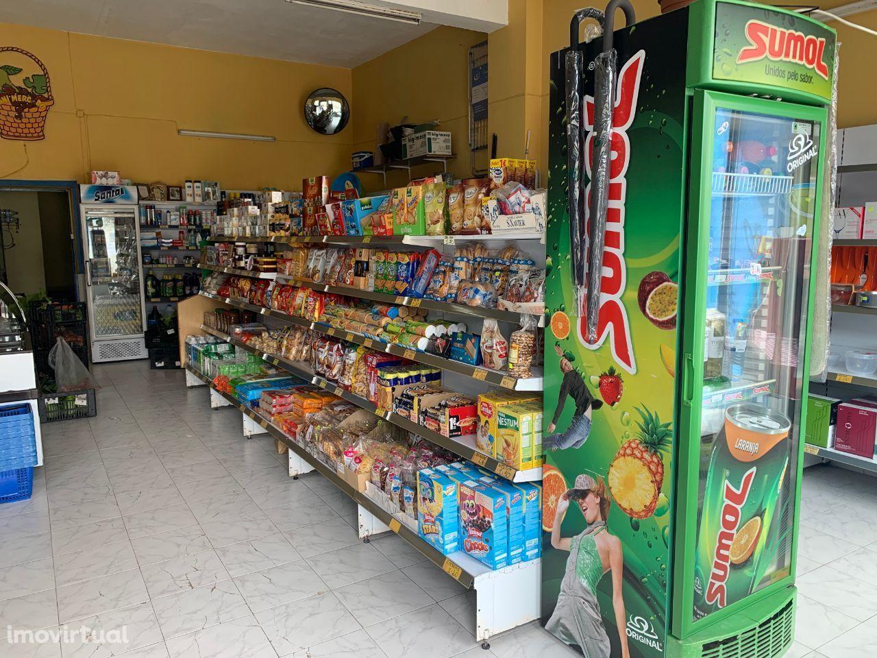 Trespasse de mercearia na rua do Jardim, Vila Nova de Gaia