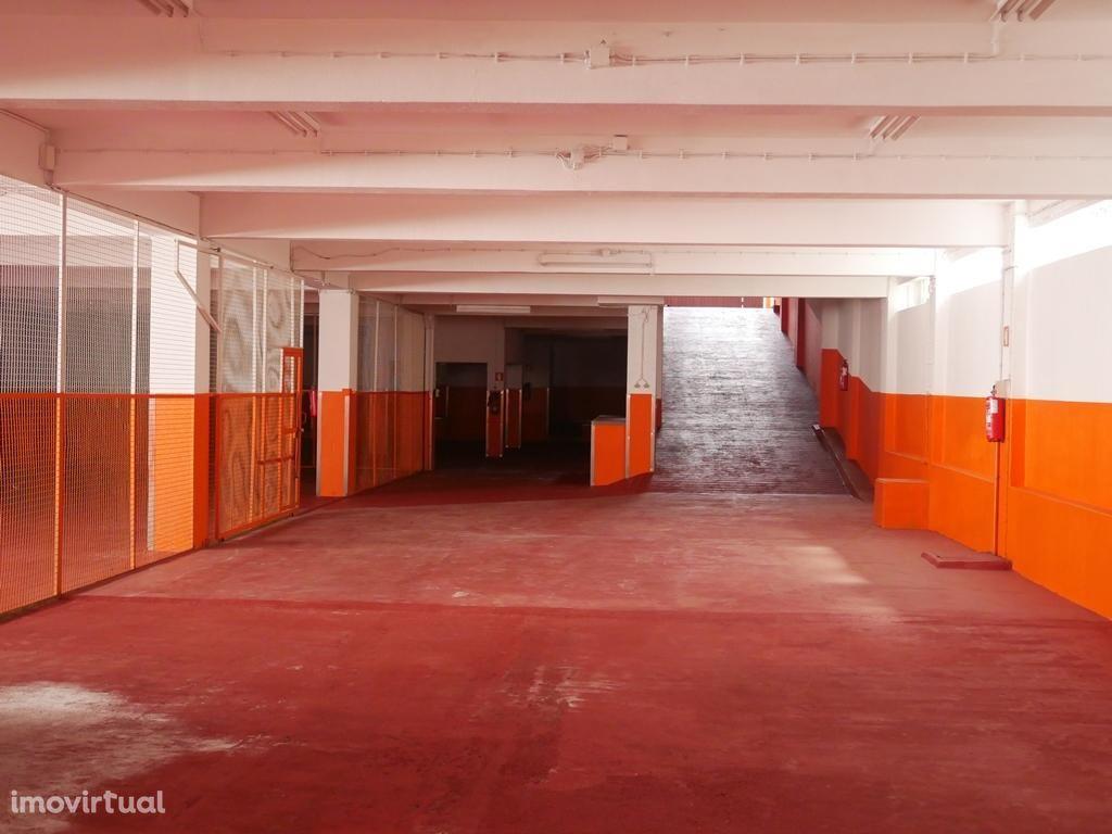 Parque de Estacionamento coberto ou Armazém - Paranhos - Porto