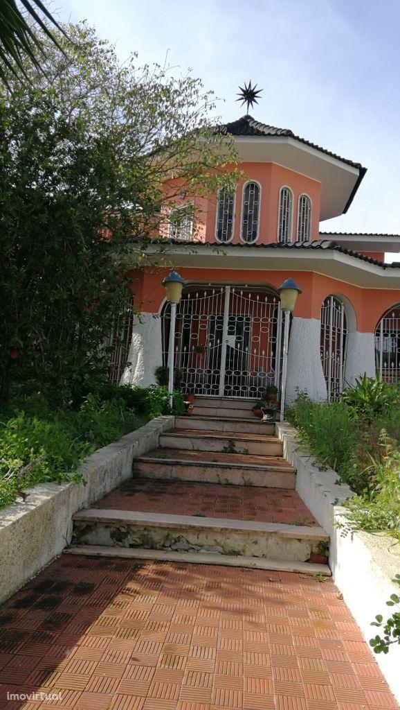Excelente moradia na Marisol com piscina em lote de 1030m2