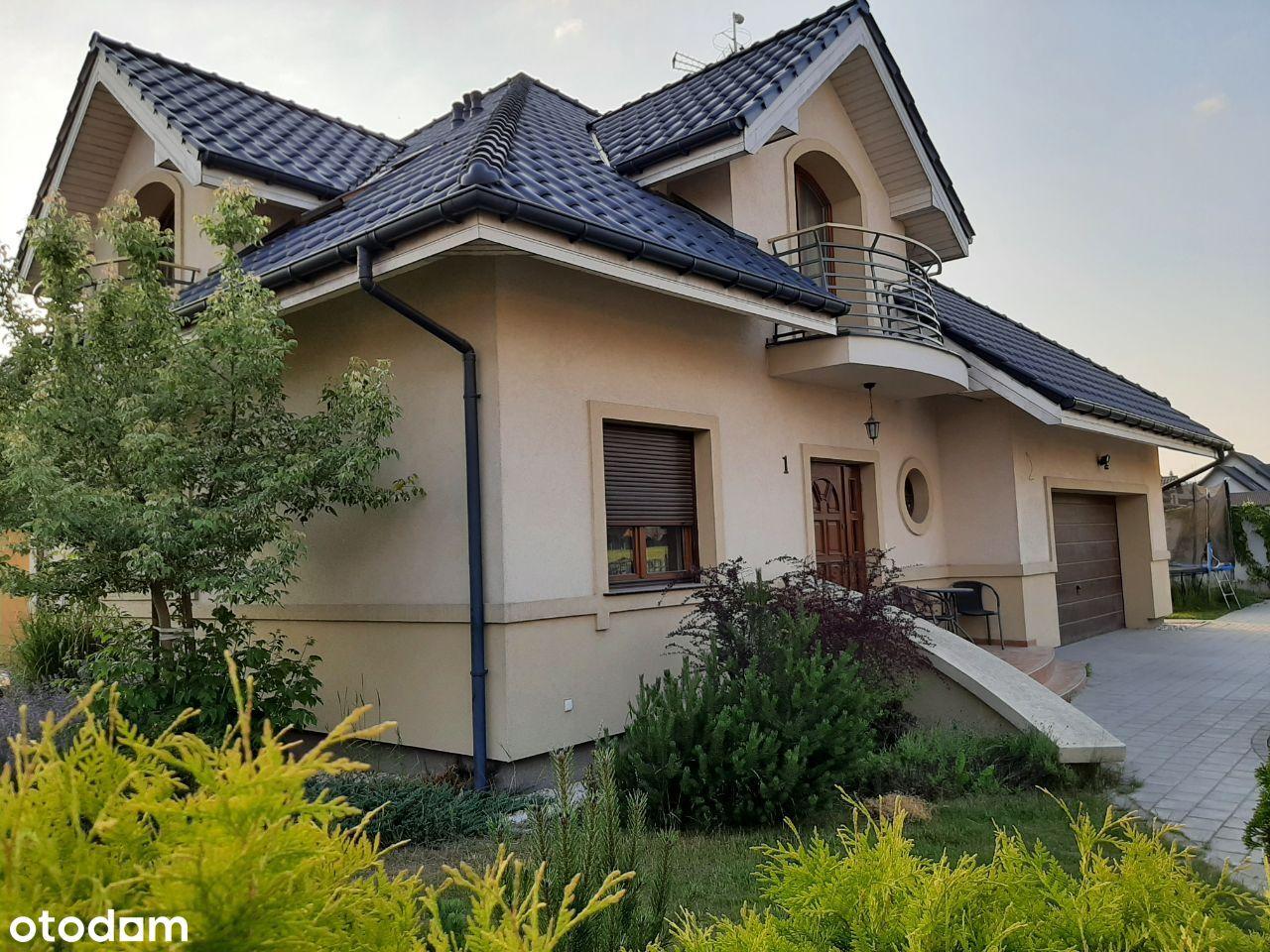 Dom wolnostojący z garażem na 2 auta w Kiełczowie
