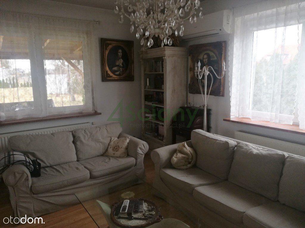 Atrakcyjny Dom W Centrum Chotomowa