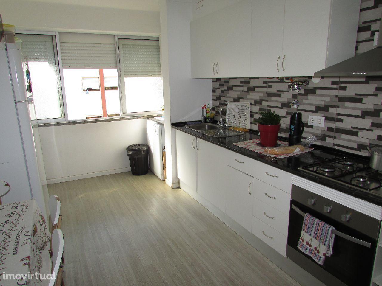 Apartamento T3, 4 assoalhadas totalmente remodelado recentemente