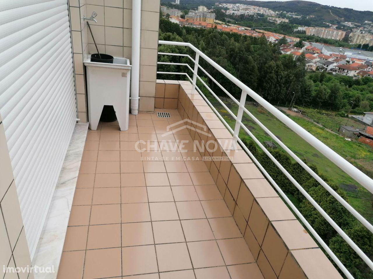 Apartamento T2 com varanda. Alto de Valongo