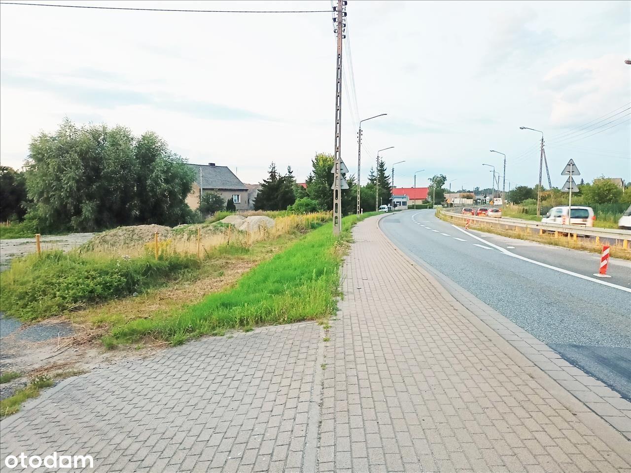 Przy głównej trasie łączącej Wrocław z Oleśnicą