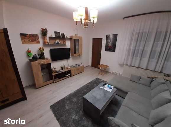 Apartament la casa, 3 camere, 90 mp, situat in centrul vechi al...