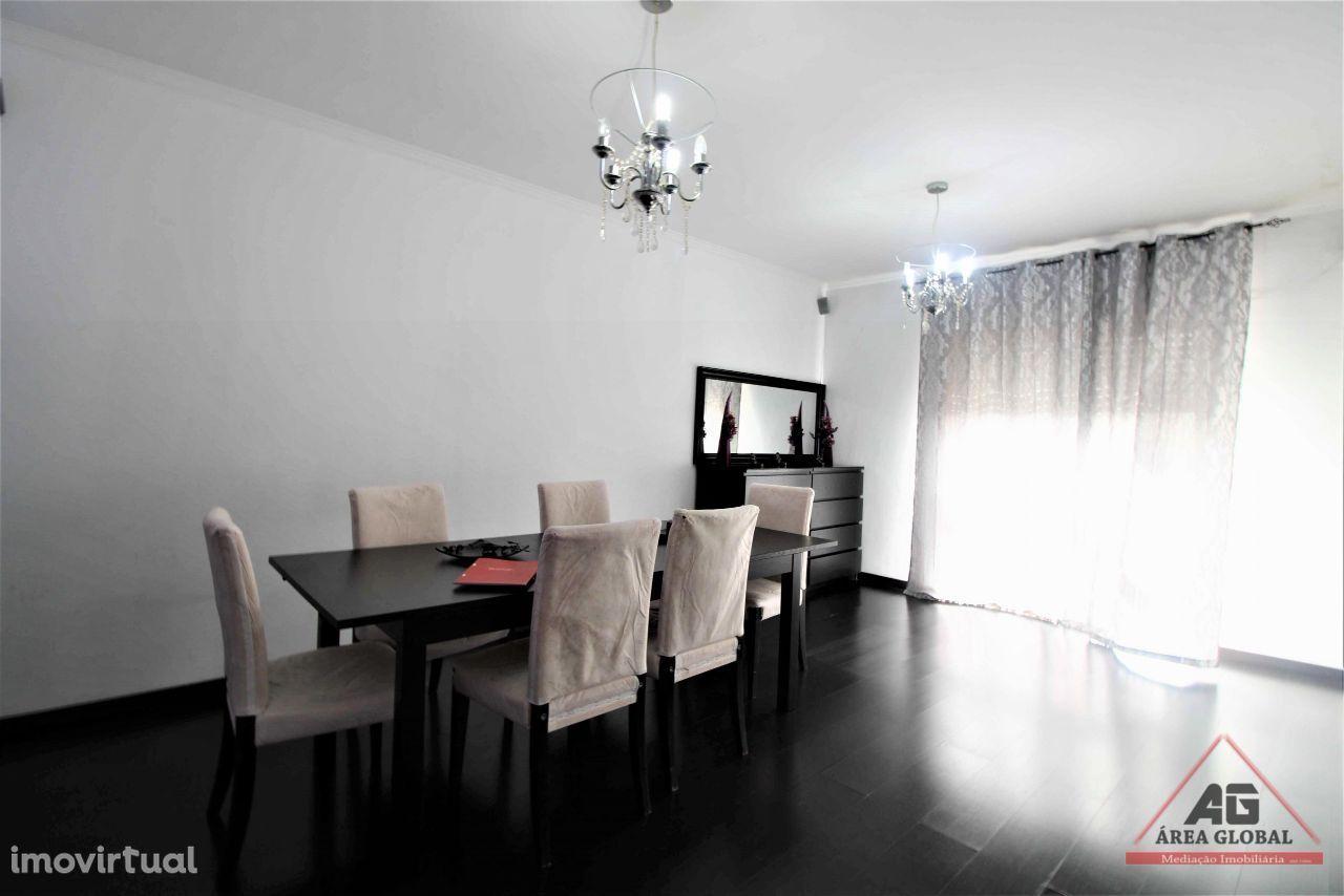 Apartamento T3 remodelado, perto do metro na Póvoa de Varzim