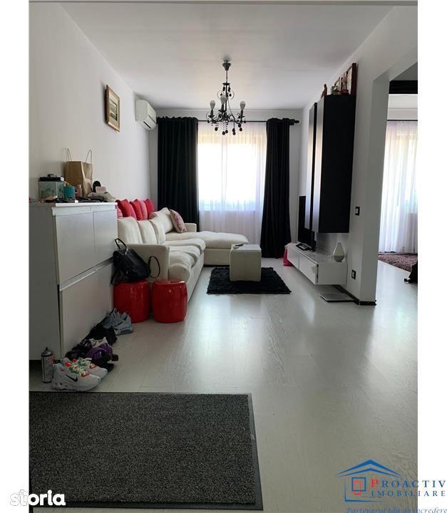 Obcini apartament 3 camere renovat (3C-3193)