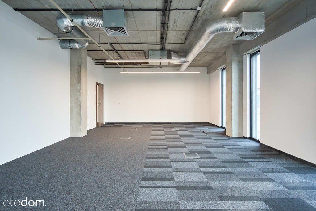 Nowoczesne biuro klasy premium z dużym parkingiem