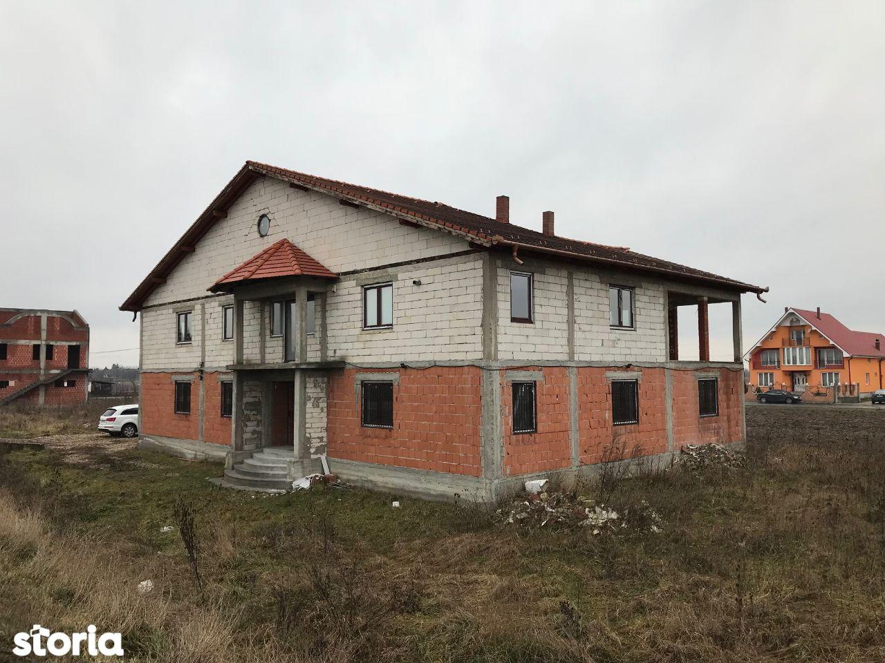 Casa 4 camere + 13 ari teren Botiz