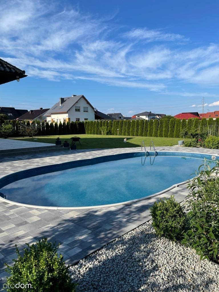 Wymarzony dom z basenem 247m2 - 1190 000zł.