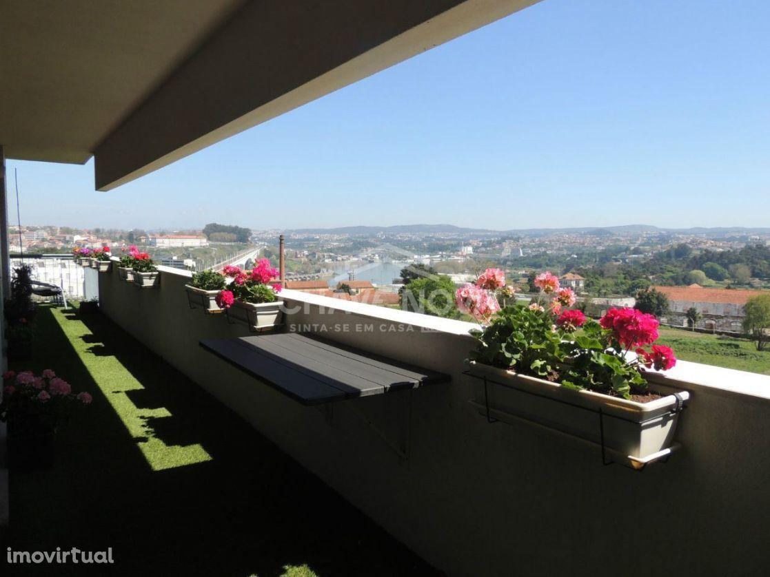 Apartamento T3 com vistas fabulosas do Rio Douro
