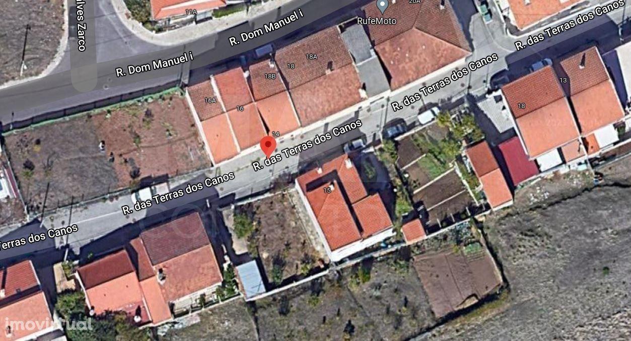 Terreno urbano com 240m² às Portas de Lisboa