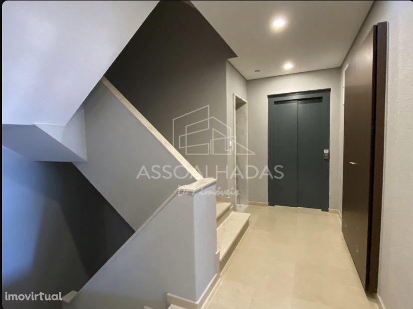 Venda T2 NOVO com 87 m2, com boa exposição solar em Fogueteiro, Seixal