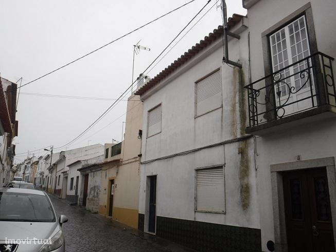 Fronteira- Moradia T3 (2 Pisos) com logradouro