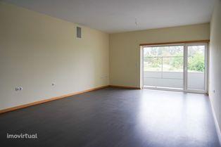 Apartamento T2 com Varanda e Garagem