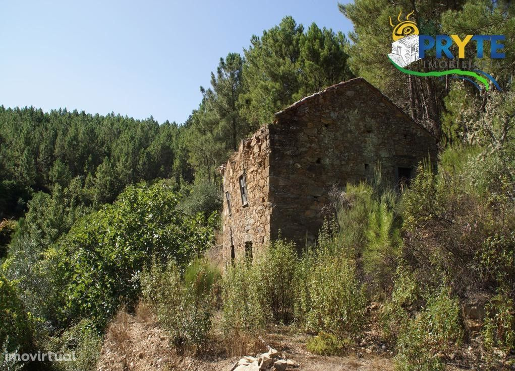 Imóvel rústico em xisto sito em Amieira - Oleiros, para recuperar