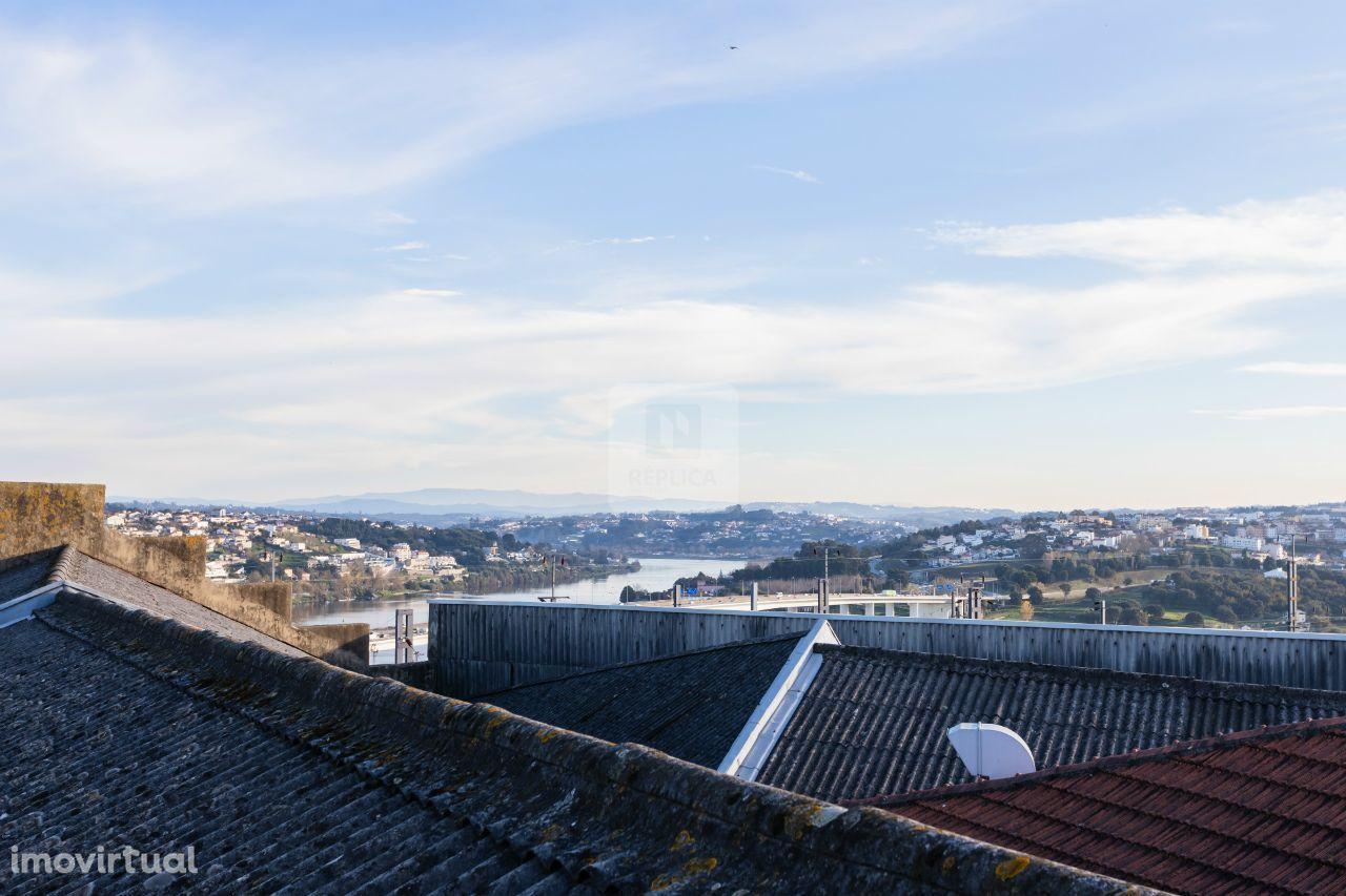 Prédio para habitação e comércio a 2min da estação de Campanhã, Porto