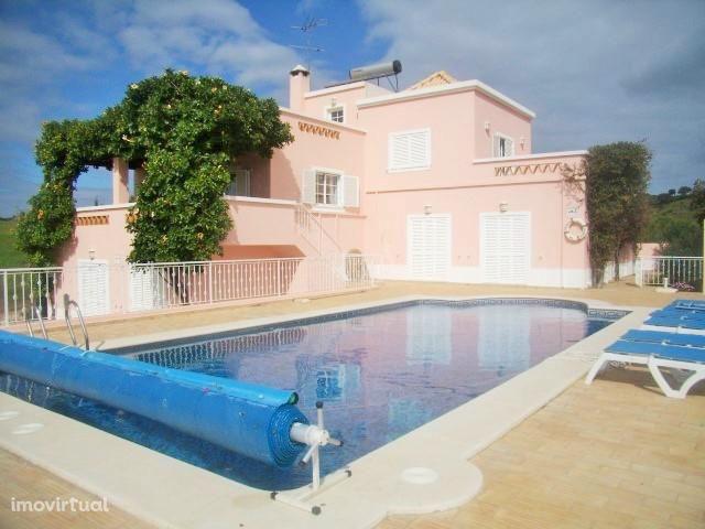 EAR-008 Moradia de luxo com piscina privada a 10 min da Praia Verde
