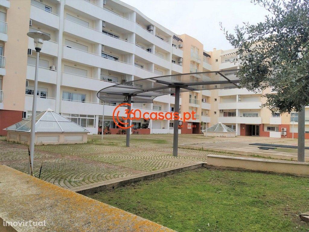 Apartamento T1 com garagem e arrecadação em condomínio fechado | Faro