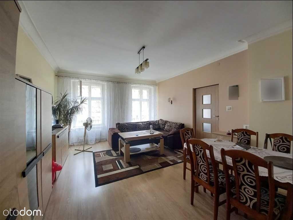 4-pokojowe mieszkanie w Świebodzicach.