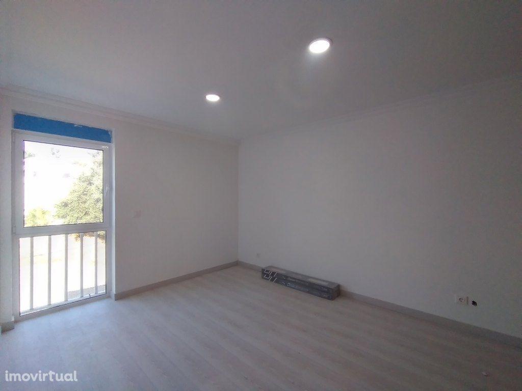 Apartamento T3 totalmente remodelado em Sesimbra