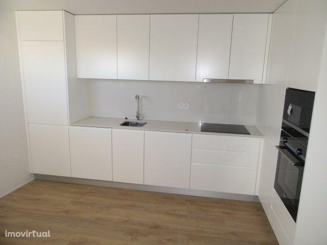 Apartamento T1 NOVO na Avenida dos Combatentes - Viana