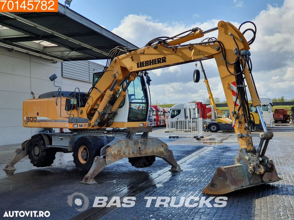 Liebherr A900C 4x OUTRIGGERS - 3