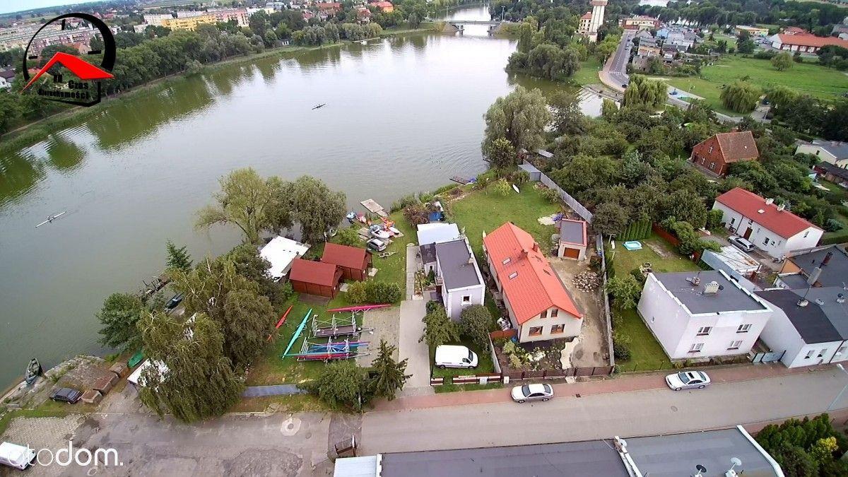 Pensjonat z linią brzegową Jeziora Gopła