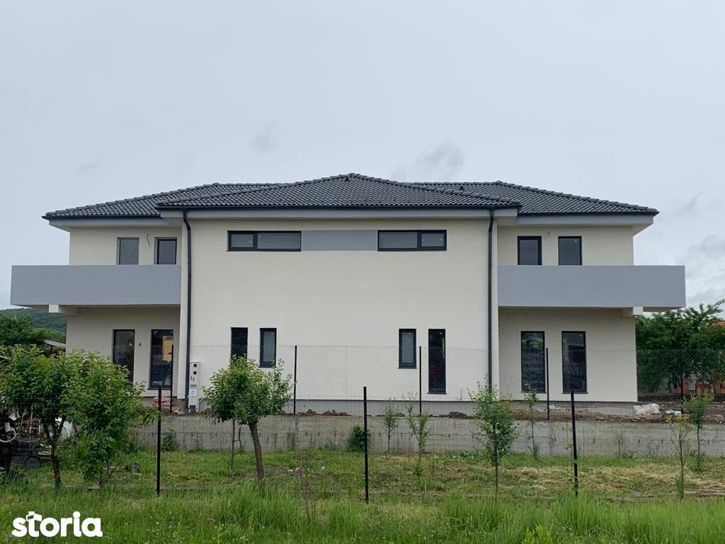 Casă / Duplex cu 4 camere de vânzare   Selimbar