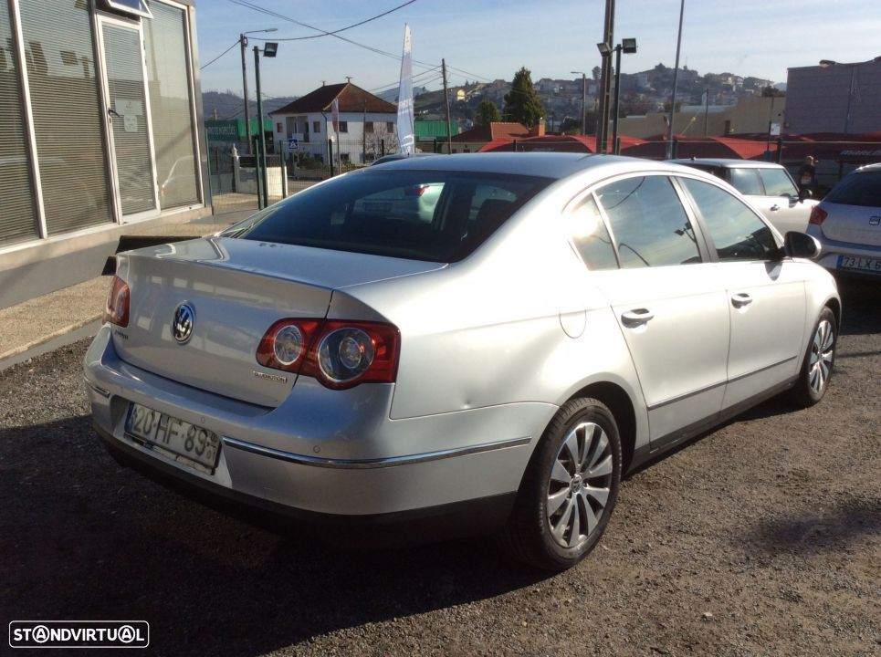 VW Passat 2.0 TDI 110 CV. Confortline BlueMotion - 4