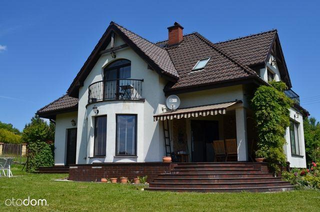 Dom wśród zieleni. blisko Krakowa