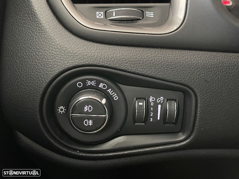 Jeep Renegade 1.6 MJD Limited DCT - 12