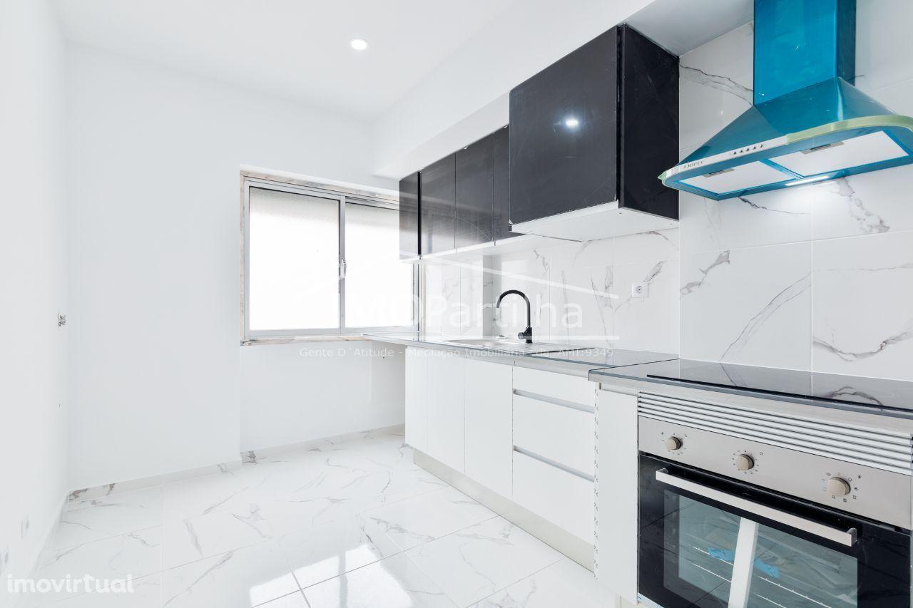 Apartamento T2 Cacém - Totalmente Remodelado - Com Varanda